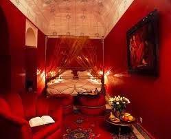غرفة نوم بالشموع
