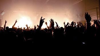 Que levante la mano quien alguna vez se ha enamorado.