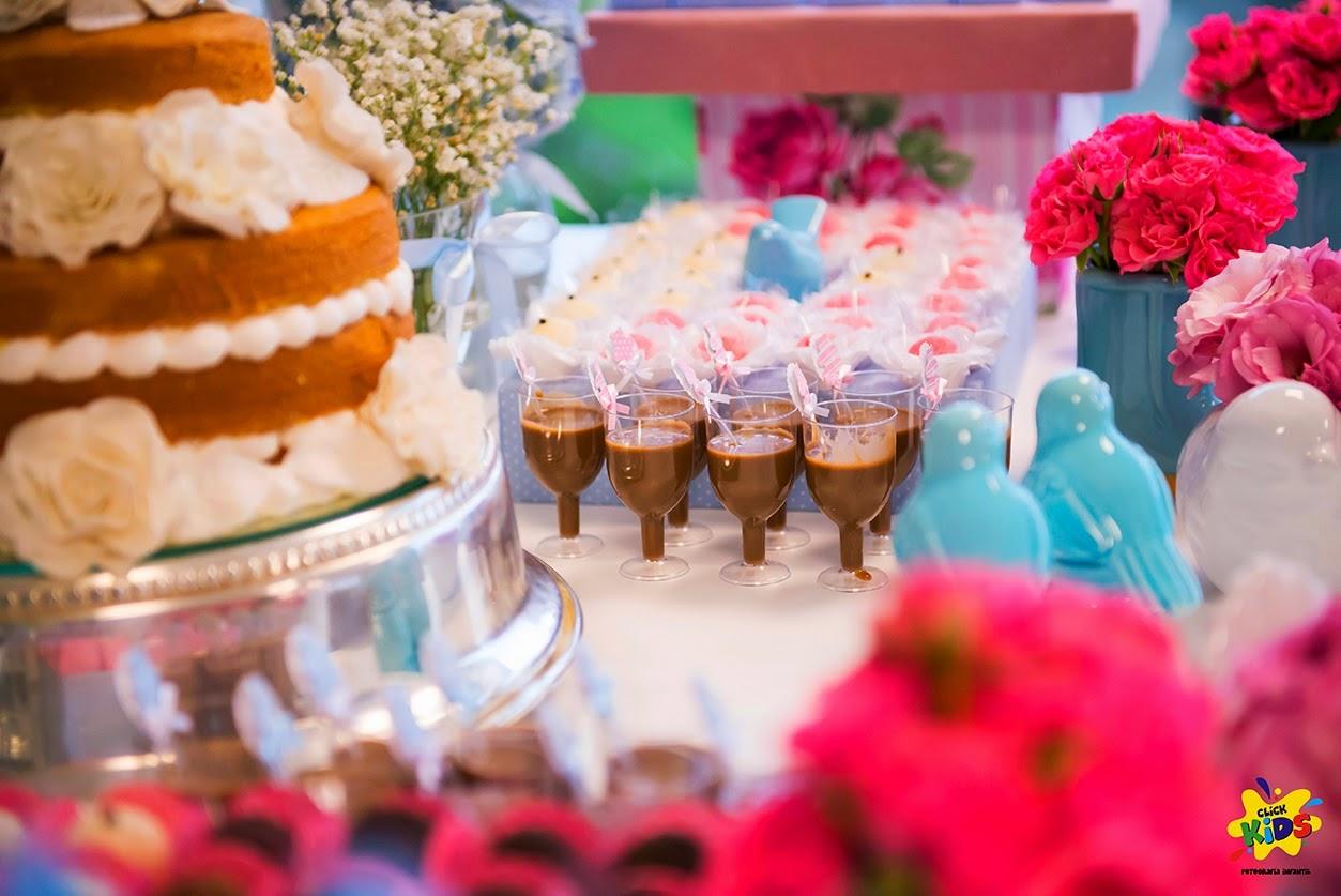 Candy bar de bautizo con flores - mesa de dulces5