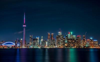 Ciudad de Ontario, Canadá durante la noche.