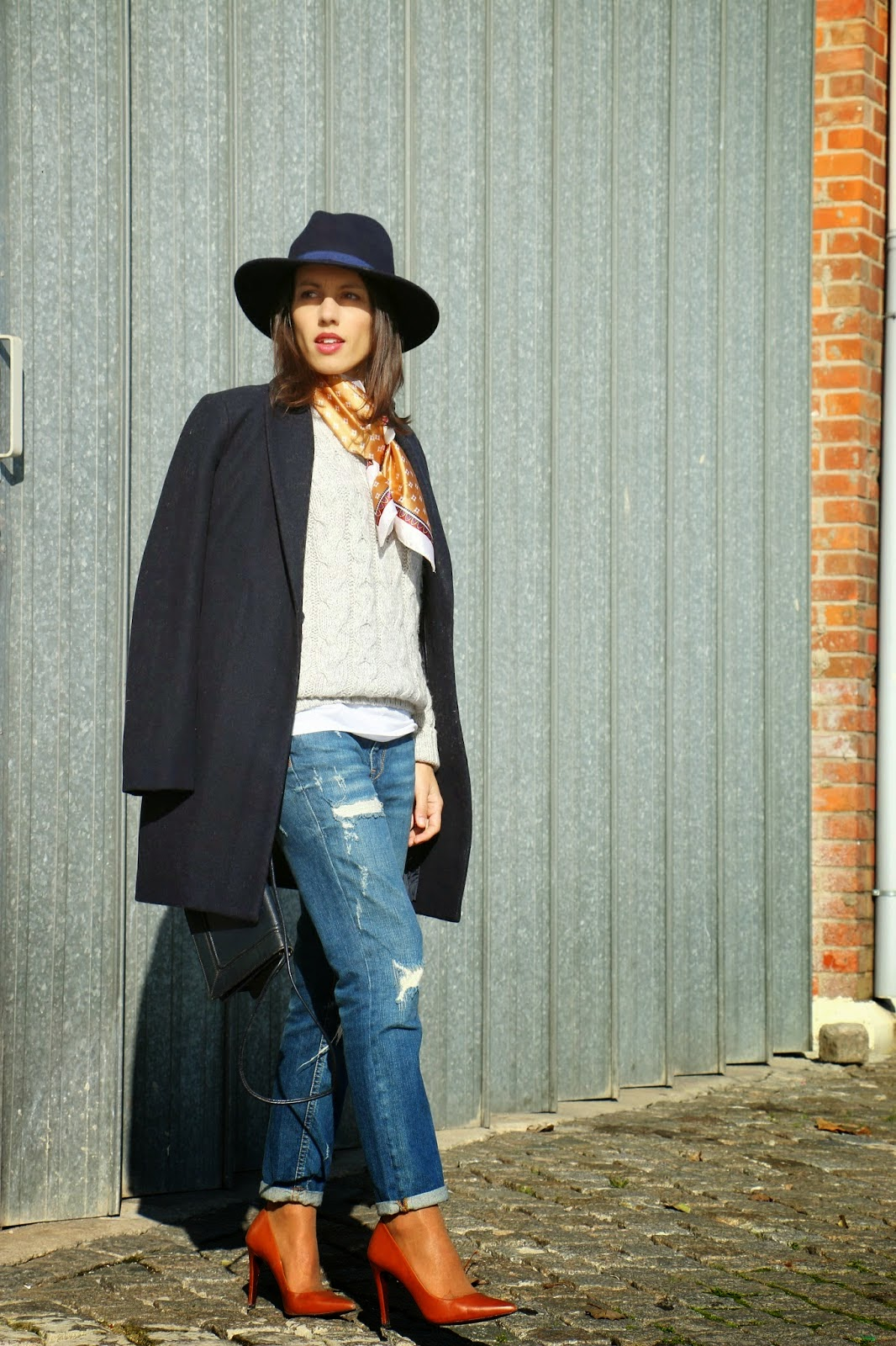 http://ilovefitametrica.blogspot.pt/2014/12/silk-scarf.html?showComment=1417733713409#c6082569331101165954