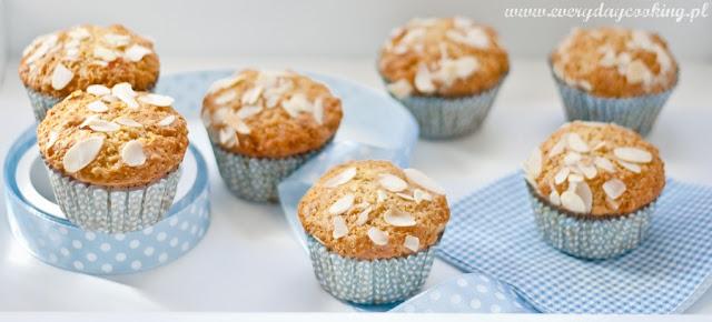 Muffinki migdałowe z suszoną morelą