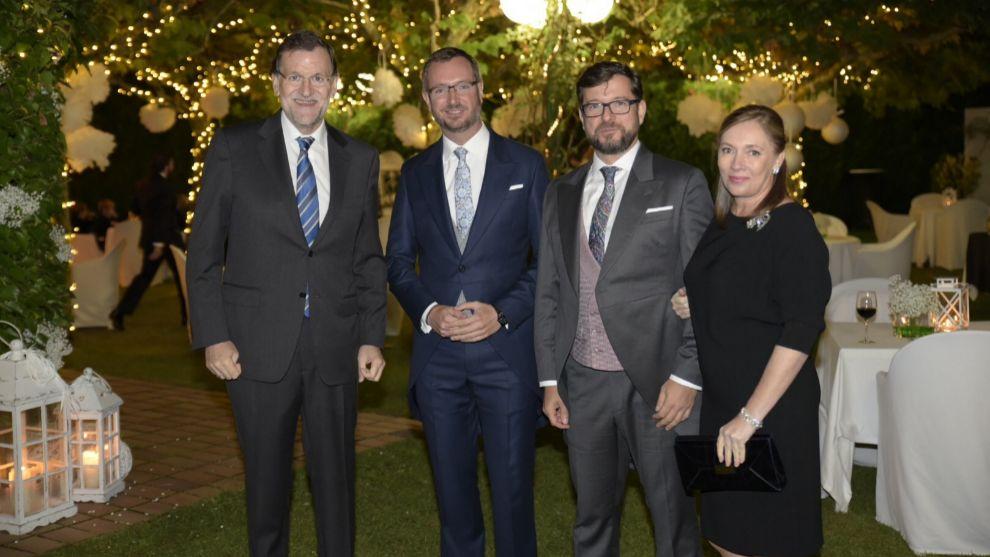 O presidente da Espanha, Mariano Rajoy, com o casal Javier Maroto e Josema Rodríguez e a primeira dama.