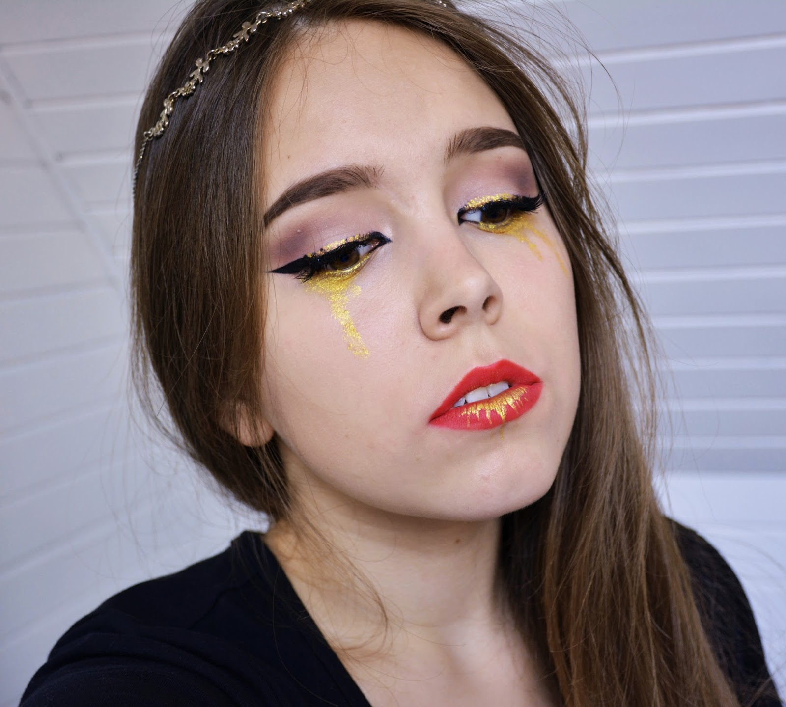 KOBO Professional Pigment Gold Dust  50, Duraline, Maybelline Gel Eyeliner, MAC Russian Red, Golden Tears, Artystyczny Makijaż, Artistic Make-up