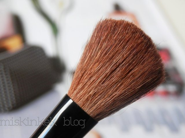 smashbox-makyaj-fircasi-allik-blush-brush