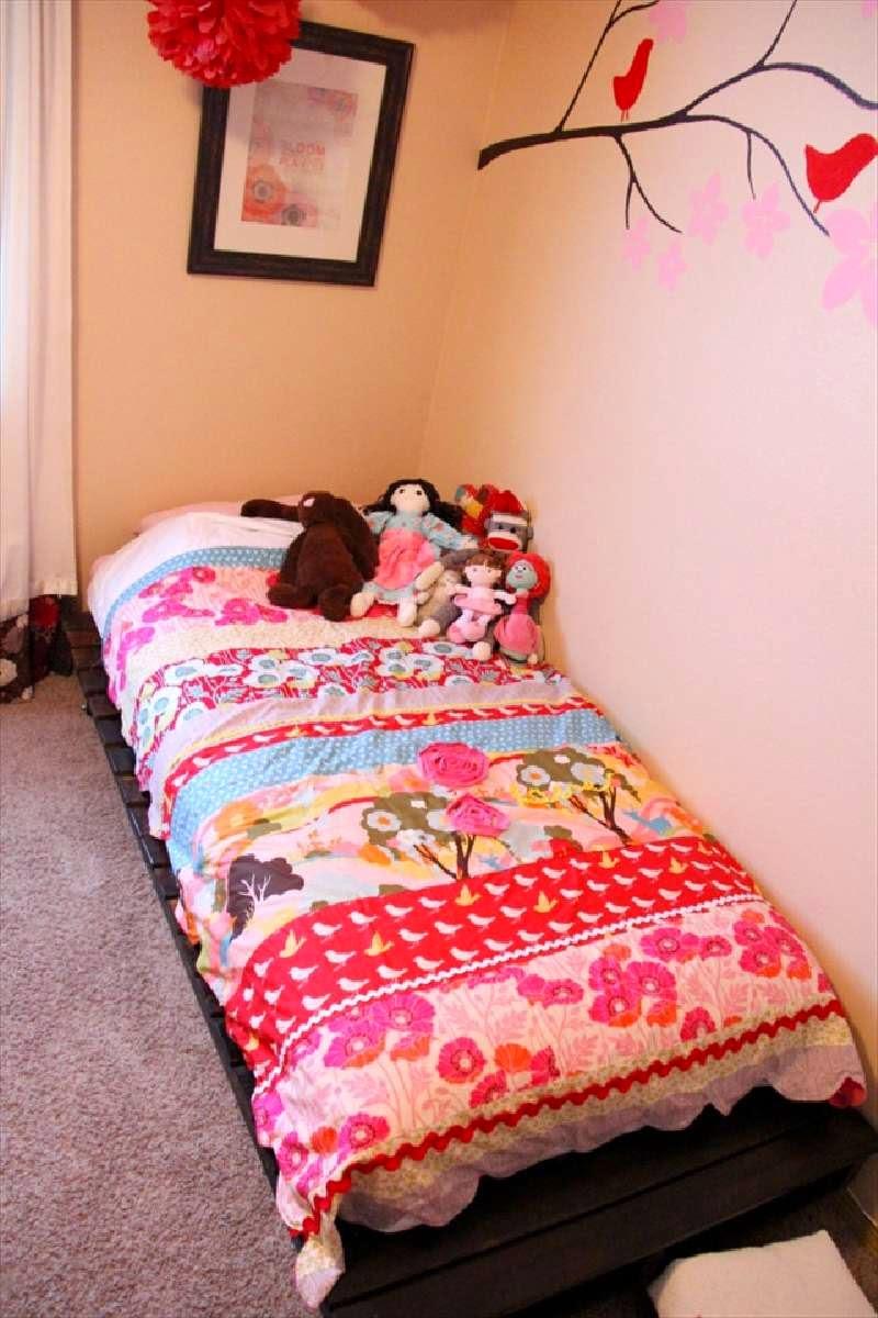 Construye una cama para ni os con dos palets - Camas pequenas para bebes ...