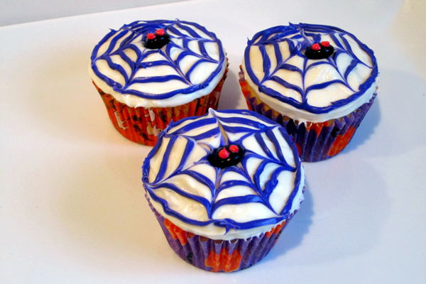 Halloween Cupcake Decorating Ideas Spider Web : 10 Fun and Easy Halloween Cupcake Designs - Global Grind