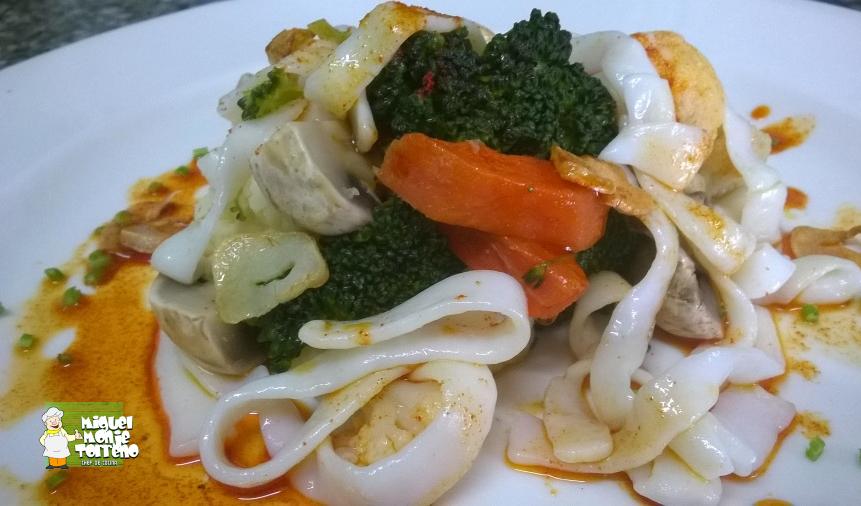 Menestra de Verduras con Tallarines de Calamar al Feira