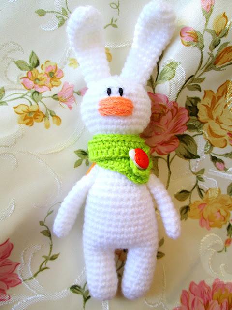 Вязаные игрушки — куколка и зверушки
