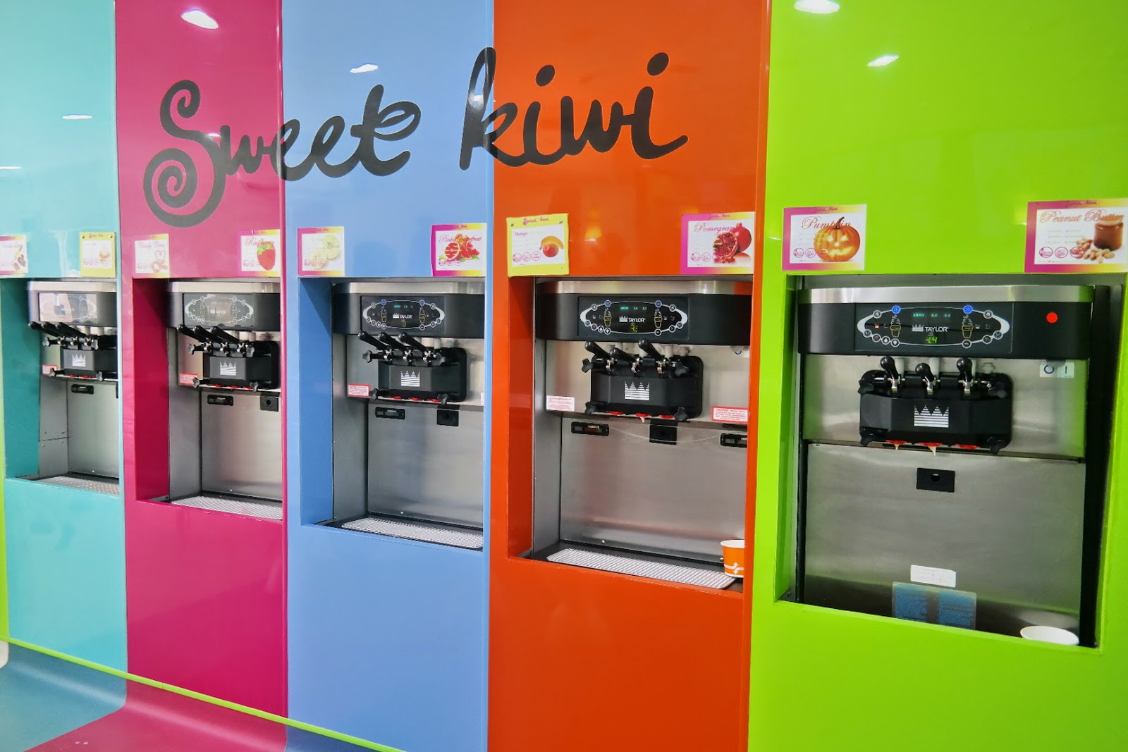 frozen yogurt shop