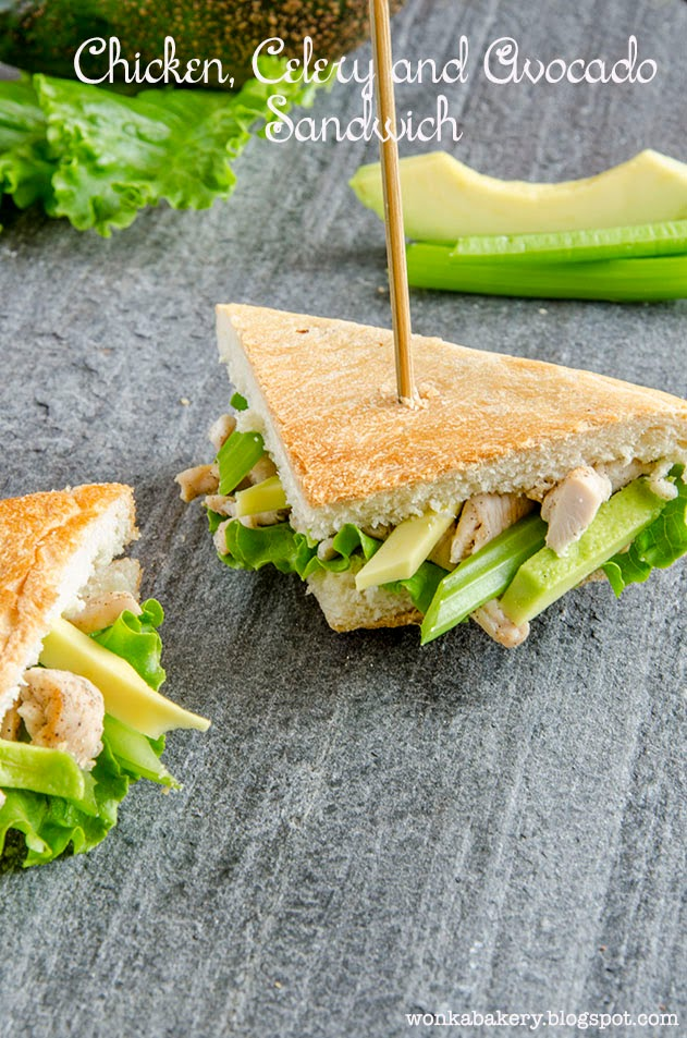 sandwich di pollo con avocado e sedano - chicken, celery and avocado sandwich