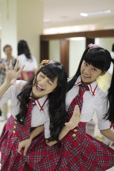 Cindy dan sendy JKT48 di backstage