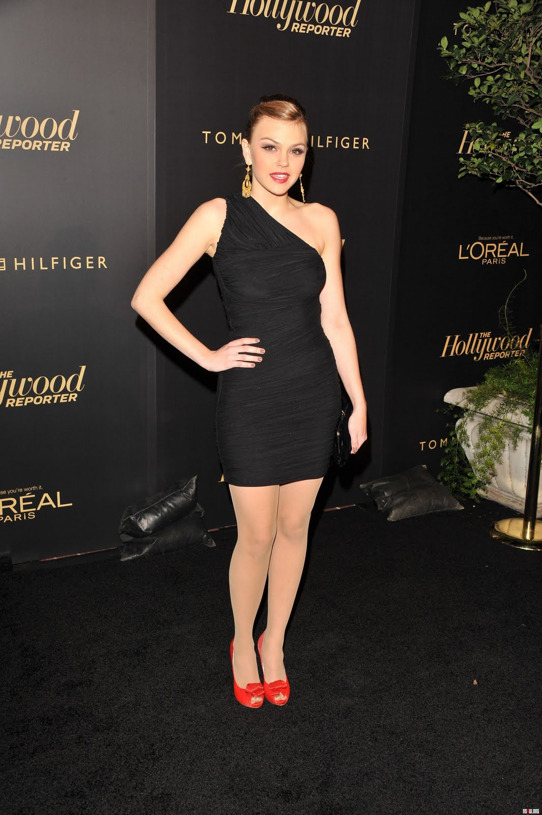 http://4.bp.blogspot.com/-h6LpHhQPEQo/Ts12NKOpjnI/AAAAAAAAHlg/nYpZ2q_Mea4/s1600/Aimee+Teegarden+sexy+legs.jpg