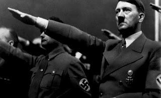 Adolf Hitler adalah seorang yang dikenal pandai berbicara di depan umum dan mampu menyihir semua pendengar hingga menyetujui semua perkataannya. Menurut catatan sejarah, Hitler telah begitu banyak membunuh warga Yahudi.  Jika membicarakan tentang apa yang telah dilakukan seorang Hitler di masa lalu, mungkin kamu tidak menyangka ada proses panjang dalam hidupnya sehingga mengubah seorang Adolf Hitler kecil yang periang menjadi pemimpi yang begitu tegasnya. Munculnya Gerakan Anti Semit dan Kemunculan Nazi  Saat perang dunia I berakhir, banyak orang Jerman yang beranggapan jika kekalahan negaranya disebabkan banyak orang Yahudi dan penganut faham Marxisme yang berkhianat. Dari sinilah kemudian muncul gerakan yang dinamakan anti semit, yaitu sebuah aksi yang memusuhi orang Yahudi bahkan tidak segan melakukan penganiayaan pada mereka.  Apalagi mengingat pada saat itu banyak posisi strategis di pemerintahan Jerman yang dikuasai  oleh orang-orang keturunan Yahudi. Sehingga kebencian warga Jerman terhadap kelompok ras tersebut makin berkembang dan meluas.  Kemudian pada permulaan tahun 1918 di Bremen berdiri sebuah partai yang dinamakan Freier Ausschuss fur Einen Deutschen Arbeiterfrieden. Pendirinya yaitu Anton Drexler yang berprofesi sebagai penyair dan tukang kunci. Sebelumnya Anton pernah bergabung dengan partai lain, yaitu Fatherland ketika perang dunia I masih berkecamuk.