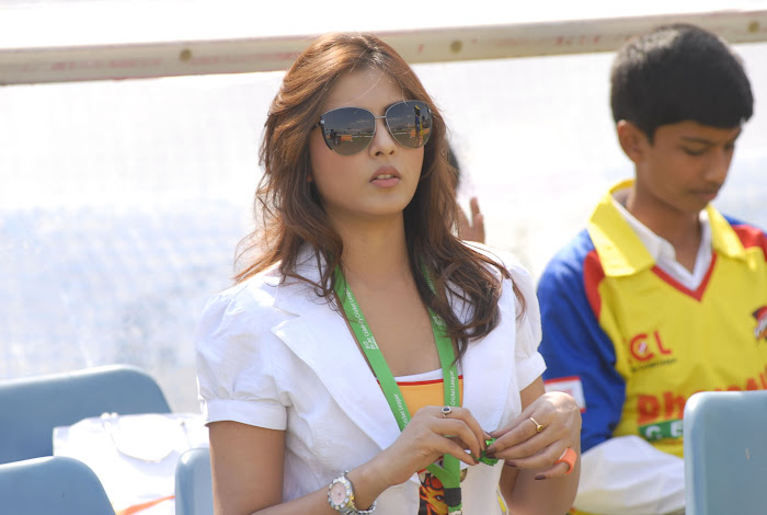 madhu shalini at chennai rhinos vs kerala strikers match hot images