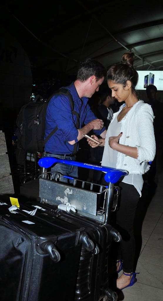 ileana with boyfriend mumbai airport pics