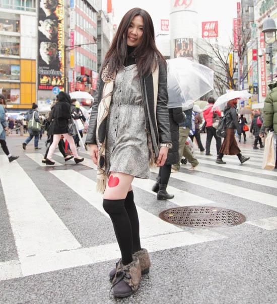 Beriklan di Paha Wanita Jepang
