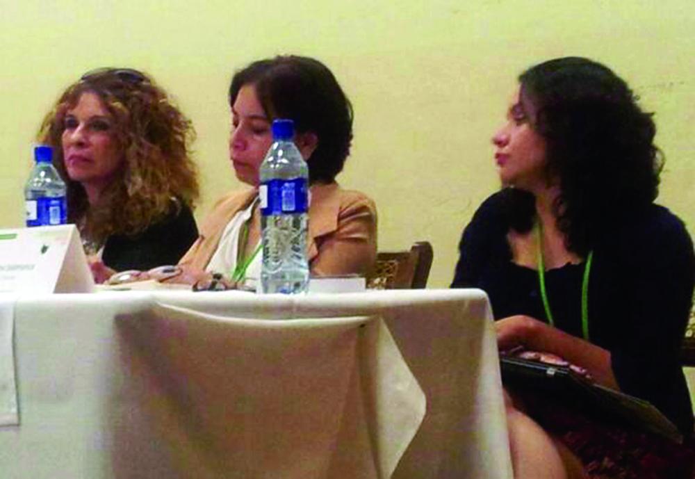 """Gioconda Belli (Nicaragua), María Eugenia Ramos (Honduras) y Elena Salamanca (El Salvador). Mesa: """"El toque de Eva"""". Foto: Vanessa Núñez Handal."""