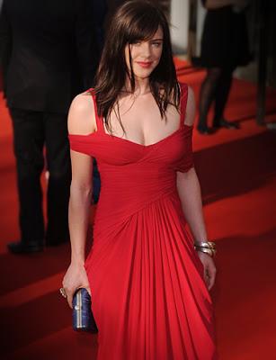 Glamorous Michelle Ryan British Actress Wallpaper-800x600