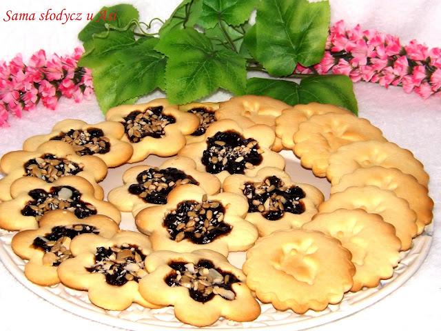 Kruche ciasteczka z powidłami śliwkowymi  i ziarenkami Migdałowy przylądek