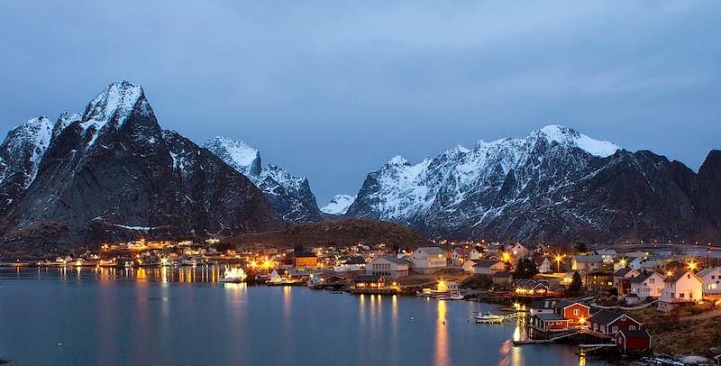 Reine fishing village at Lofoten, Norway. © Jakob Nilsson-Ehle