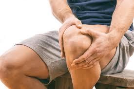 Dores nos joelhos podem ser sinais de dano na cartilagem