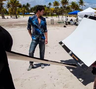 Colcci campanha verão 2015 look masculino blazer estampado calça jeans