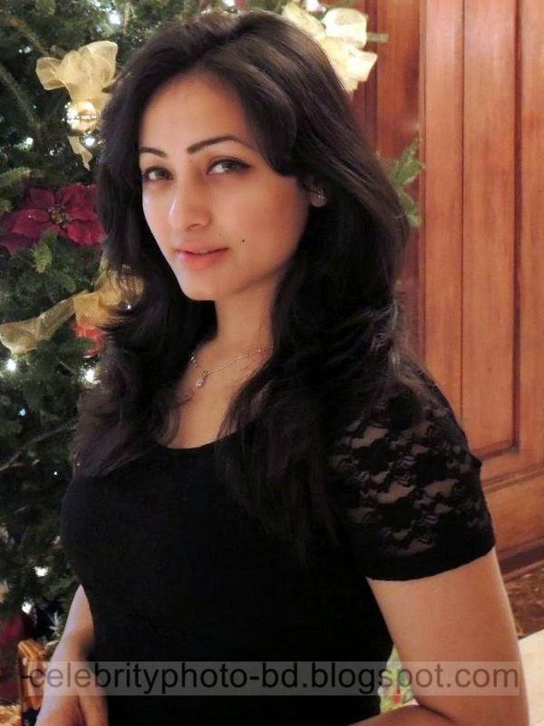 Sumaiya+Jafar+Suzena's+New+HD+Photos+In+Skirt+and+Jeans Tops+Dress006
