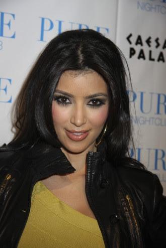 Sexy hot lips of Kim Kardashian