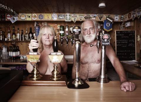 Ngôi làng khỏa thân suốt 85 năm ở Anh