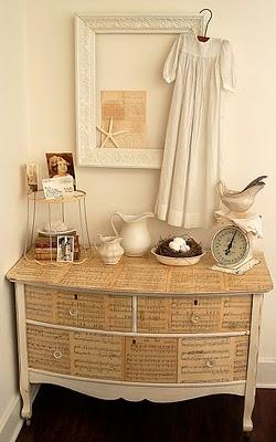 Decora tu vida diy decoraci n con papel de peri dico - Empapelar muebles ...