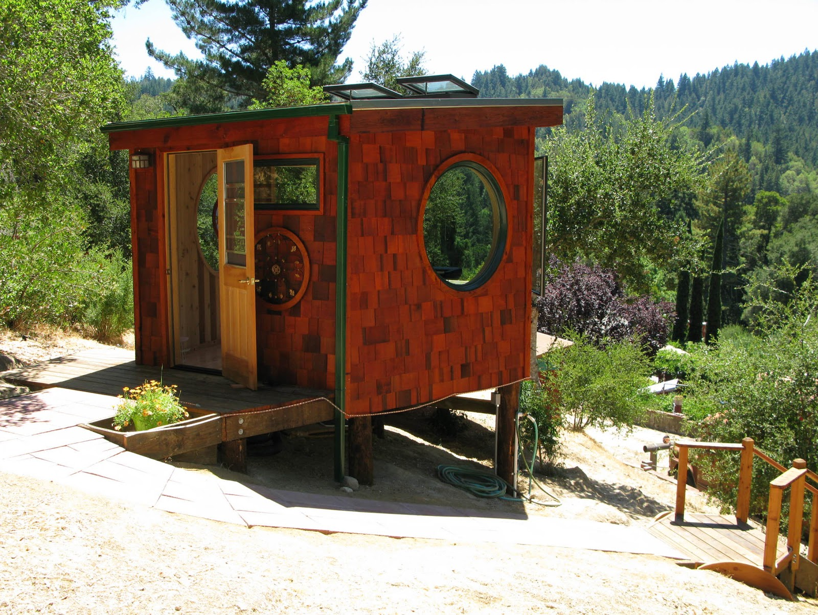 the vision hut guest house music hut at