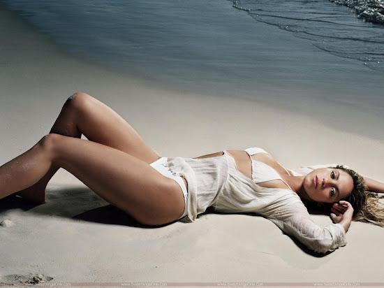 Shakira_sea_beach_photo_shoot