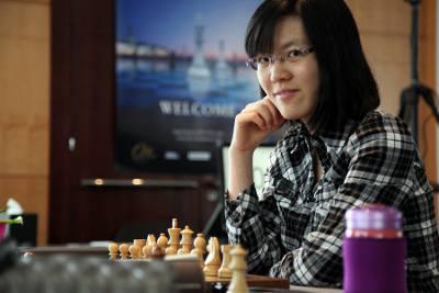 Echecs : premier point ronde 2 de la Chinoise Yifan Hou (2617) face à la Géorgienne Bela Khotenashvili (2505) © Anastasiya Karlovich