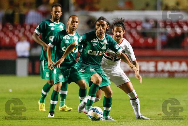 Na estreia de Guto Ferreira, Chapecoense arranca empate diante do São Paulo