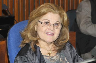 A desembargadora Ilza Maria da Anunciação que atuou na comarca de Gentio do Ouro é homenageada pelo TJ-BA: