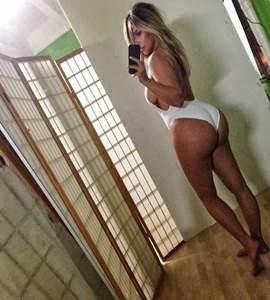 Namorada de Kanye West Kim Kardashian posa usando maiô revelador e tira onda: 'Sem filtro'