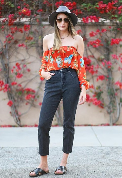 Off the shoulders Street Style