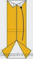 Bước 7: Gấp cạnh giấy lên trên.