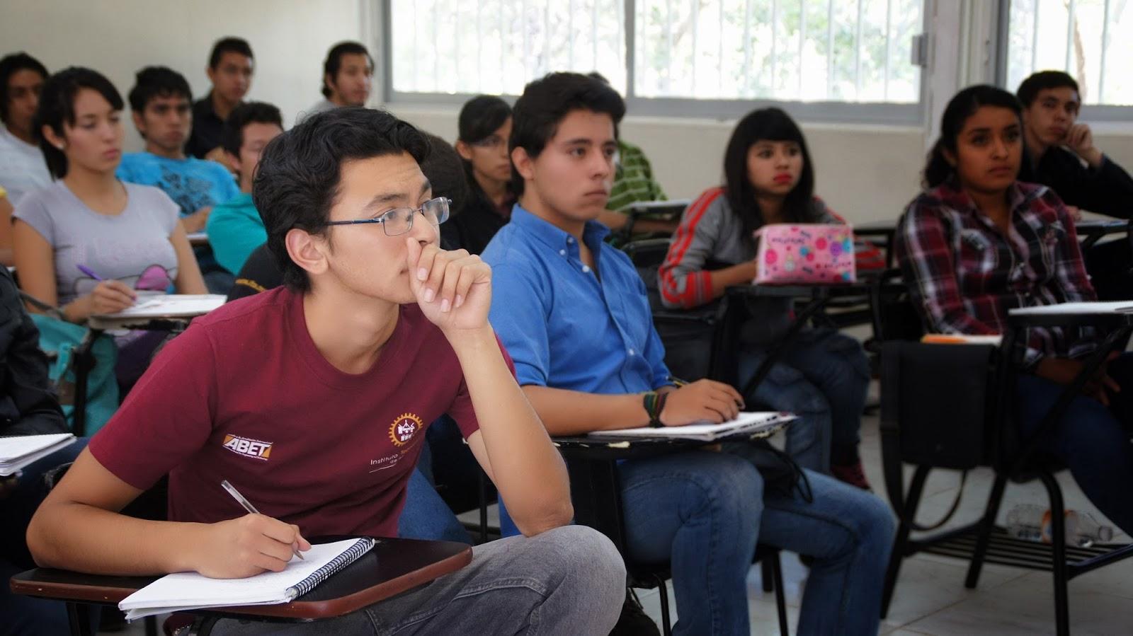 La profesora es follada en clase por todos sus alumnos