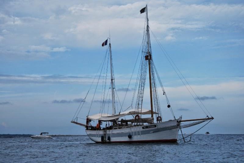 Voilier en Location avec skipper Type ketch au départ des Alpes maritimes