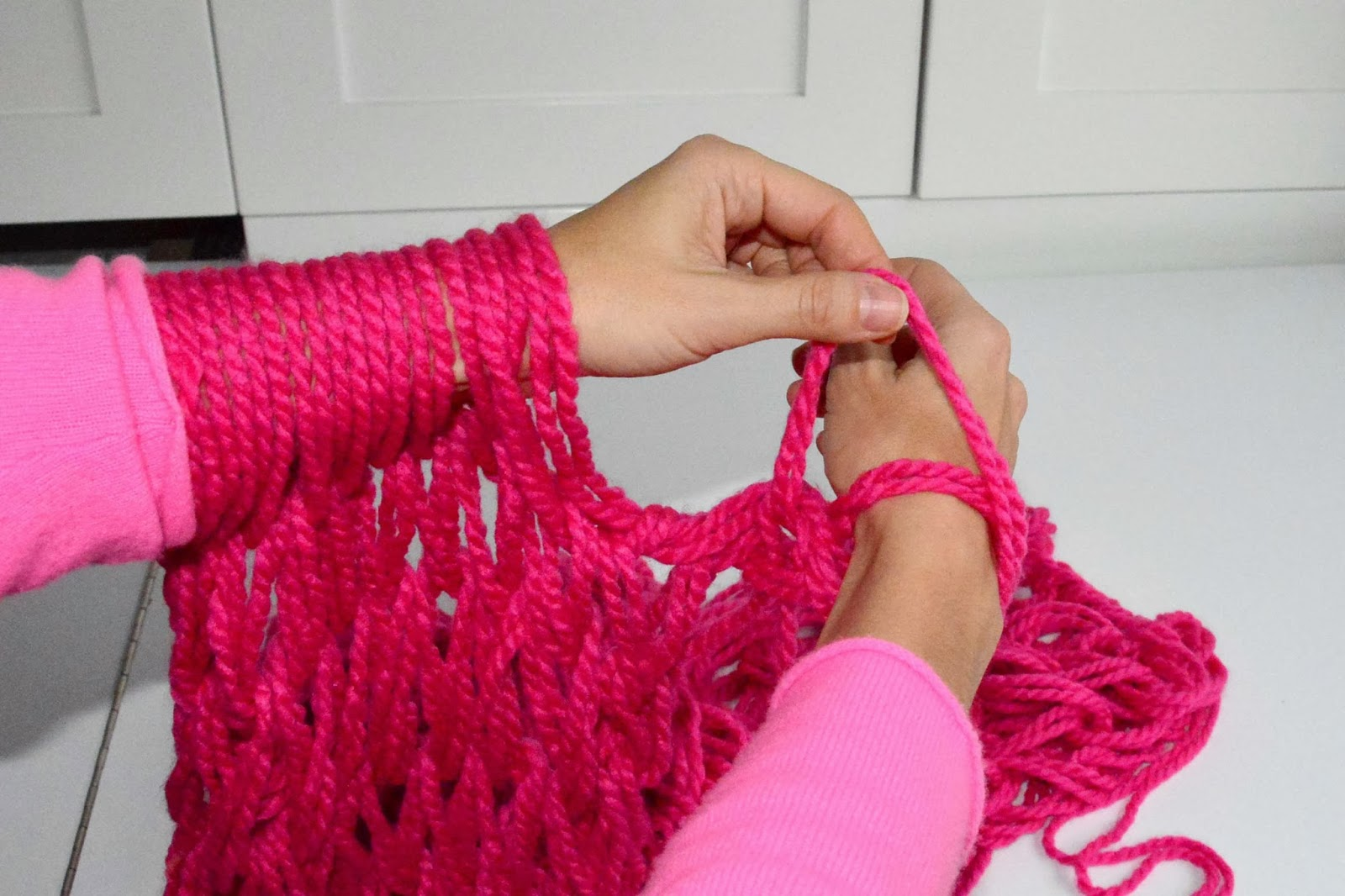 Knitting Tutorial : Aesthetic nest knitting arm knit infinity cowl tutorial