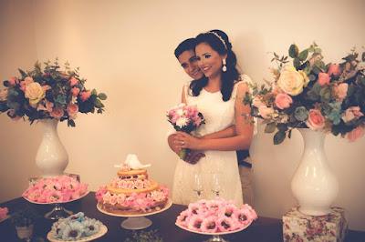 Casamento real - Mariana e Leonardo, casamento econômico, decoração branco azul e rosa, casamento diy, mesa do bolo