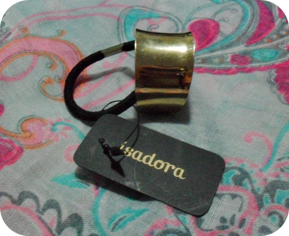 Hace tiempo que andaba buscando este pequeño accesorio hasta que di con el en la tienda de bisutería Isadora, ubicada en el sector Aires de Mall Plaza La