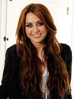 miley cyrus tiene un nuevo look ibweb. Black Bedroom Furniture Sets. Home Design Ideas