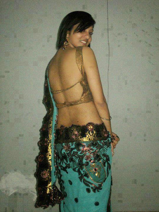 Deep Navel and Hot Girls indianudesi.com
