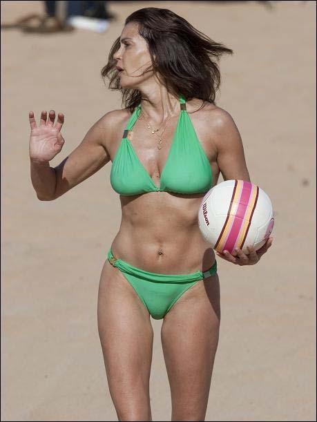 Teri Hatcher Hot Pics In Bikini Hot