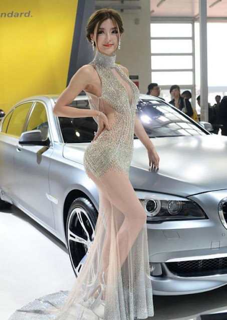 Geger Baju Tembus Pandang Model Mobil China Di Beijing Motor Show 2012 [ www.BlogApaAja.com ]