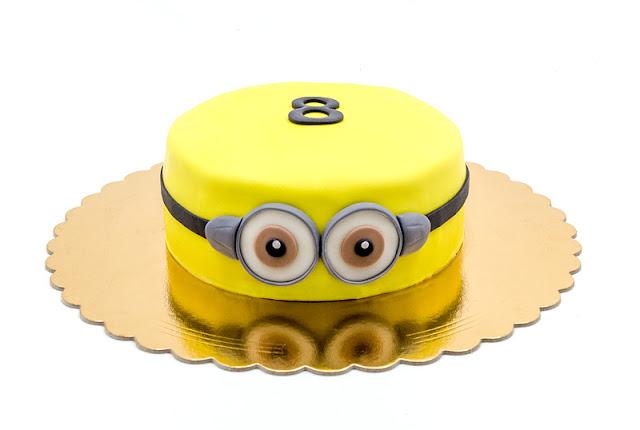 Minion cake Torta minioni with 8