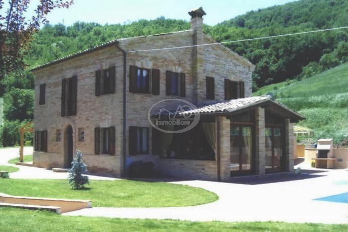 lussuoso casale in vendita a Sarnano